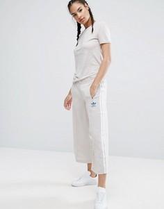 Бежевая юбка-брюки с тремя полосками adidas Originals Nyc - Бежевый