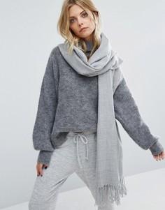 Светло-серый тканый шарф с шевронным узором и кисточками Pieces - Серый
