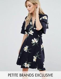 Чайное платье мини с оборками на плечах и цветочным принтом John Zack Petite - Мульти