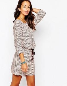 Цельнокройное платье с принтом Esprit - Бежевый