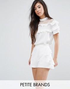 Блузка с кружевной кокеткой и рюшами Fashion Union Petite - Белый