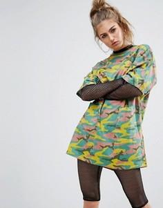 Свободное платье-футболка с камуфляжным принтом Noisy May - Мульти