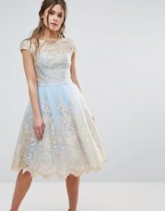 Платье миди из премиум-кружева цвета металлик Chi Chi London - Синий