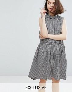 Платье в клеточку с ярусным подолом Monki - Розовый