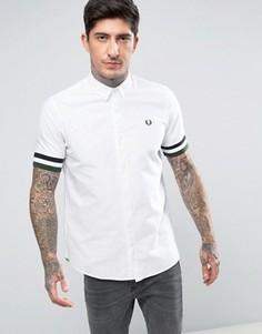 Белая оксфордская рубашка с короткими рукавами и полосками на манжетах Fred Perry - Белый