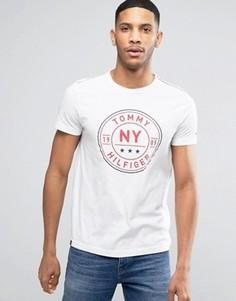 Белая футболка стандартного кроя с круглым логотипом Tommy Hilfiger - Белый