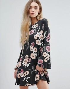 Платье с цветочным принтом и рукавами клеш Daisy Street - Черный