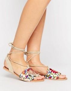 Замшевые сандалии с вышивкой и завязкой ASOS FEMME - Кремовый