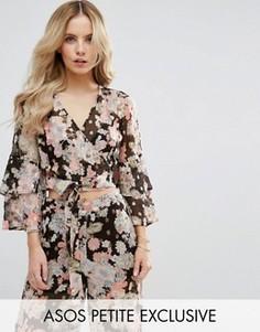 Мягкая блузка с оборками и цветочным принтом ASOS PETITE - Мульти