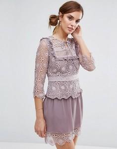 Кружевное платье с декоративной вставкой на груди Little White Lies Rachel - Фиолетовый