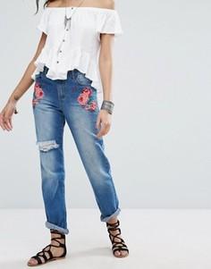 Рваные джинсы с вышивкой Boohoo - Синий