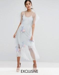 Сетчатое приталенное платье миди с вышивкой Hope & Ivy - Серый