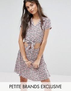 Короткое приталенное платье в цветочек с завязкой спереди Glamorous Petite - Мульти
