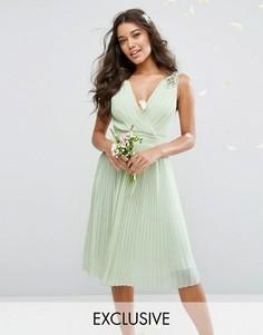 Плиссированное платье миди с декорированными плечами TFNC WEDDING - Зеленый