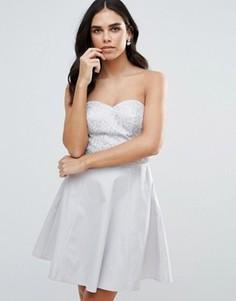 Приталенное платье бандо с пайетками на поясе Lipsy - Серебряный