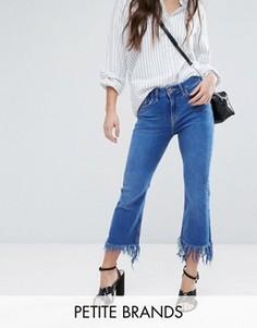 Расклешенные джинсы с необработанными краями New Look Petite - Синий