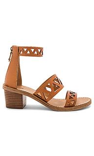 Сандалии на среднем каблуке с гео вырезами на пряжках - Soludos