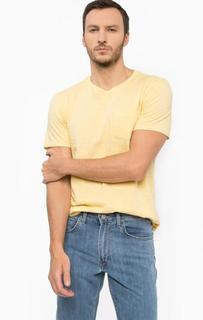 Желтая футболка с карманом Lee