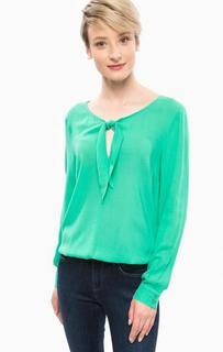 Блуза из вискозы с треугольным вырезом More & More