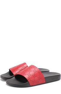 Резиновые шлепанцы Pursuit с тиснением Gucci