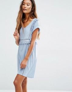 Платье-футболка с V‑образным вырезом и оборками Honey Punch - Синий