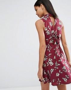 Платье с завязкой сзади Moon River Prine - Красный