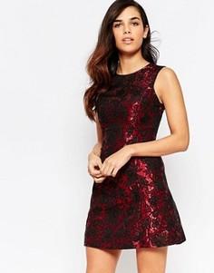 Жаккардовое цельнокройное платье с розами Lashes Of London - Красный