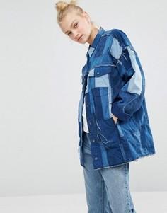 Джинсовая oversize-куртка в стиле пэчворк Monki - Синий