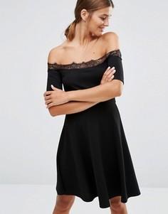 Короткое приталенное платье с кружевной отделкой New Look - Черный