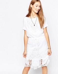 Цельнокройное платье с короткими рукавами и кружевом Ichi - Белый