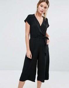 Трикотажный комбинезон с запахом и юбкой-брюками New Look - Черный