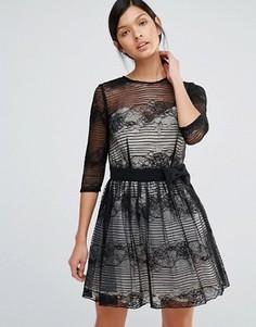 Кружевное платье с длинными рукавами и поясом Little Mistress - Бежевый