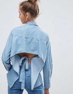Джинсовая рубашка в полоску с длинными манжетами и открытой спиной ASOS - Синий