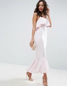 Платье-бандо макси с оборкой и баской ASOS - Розовый