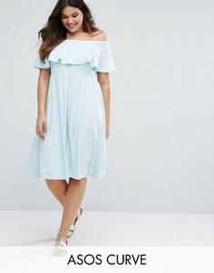 Платье миди с открытыми плечами и оборкой ASOS CURVE - Синий