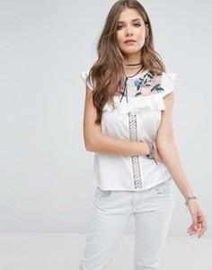 Блузка с вышивкой на сетчатых вставках и оборками Boohoo - Белый