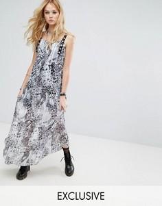 Прозрачное платье макси с леопардовым принтом и люверсами Reclaimed Vintage Inspired - Коричневый