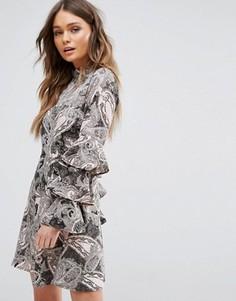 Короткое приталенное платье с принтом пейсли New Look - Розовый