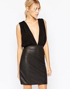 Платье-футляр с глубоким вырезом и юбкой с эффектом змеиной кожи Hedonia Ali - Черный