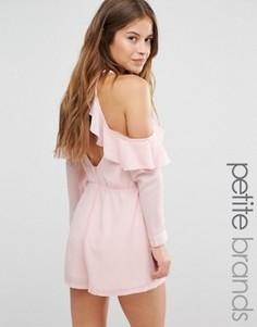 Ромпер с оборкой и открытыми плечами Boohoo Petite - Розовый
