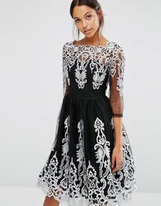 Кружевное премиум‑платье миди с рукавами 3/4 Chi Chi London - Черный