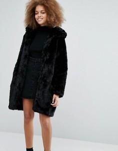 Пальто с искусственным мехом на капюшоне Monki - Черный