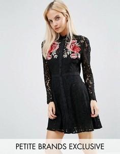 Кружевное платье с цветочной аппликацией Fashion Union Petite - Черный