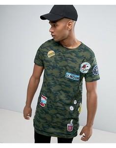 Удлиненная футболка с камуфляжным принтом и нашивками Brave Soul - Зеленый