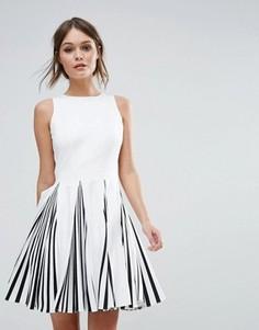 Черно-белое короткое приталенное платье Forever Unique - Белый