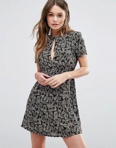Чайное платье с цветочным принтом, короткими рукавами и вырезом капелькой Wyldr Paradise Lost - Мульти