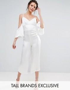 Шелковистый комбинезон с юбкой-шортами и открытыми плечами True Decadence Tall - Белый
