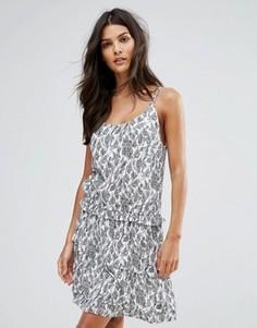 Платье-комбинация с лиственным принтом See U Soon - Серый