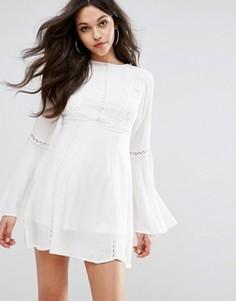 Ажурное платье-свинг с кружевной вставкой PrettyLittleThing - Белый