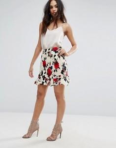 Плиссированная мини-юбка с цветочным принтом и оборкой Missguided - Мульти
